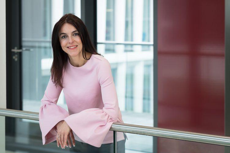 Frau Nellen-La Roche (www.dhpg.de/de/unternehmen/team)